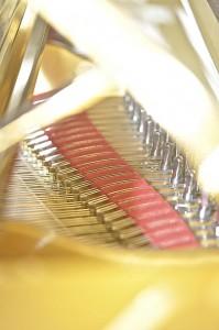 golden piano 1