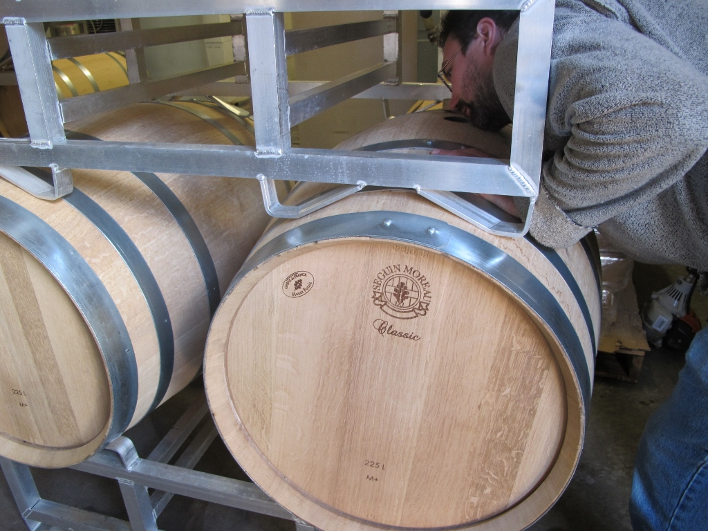 Participants get the opportunity to compare the aroma of oak barrels