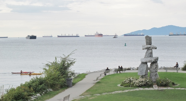 Views along the seawall at Stanley Park