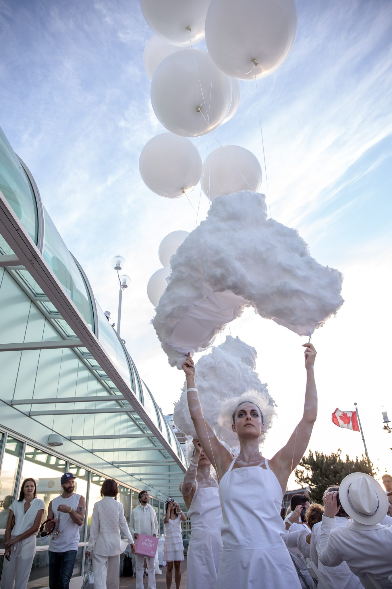 Land Rover Vancouver >> Le Dîner en Blanc celebrated by 6,000 at False Creek - My Van City