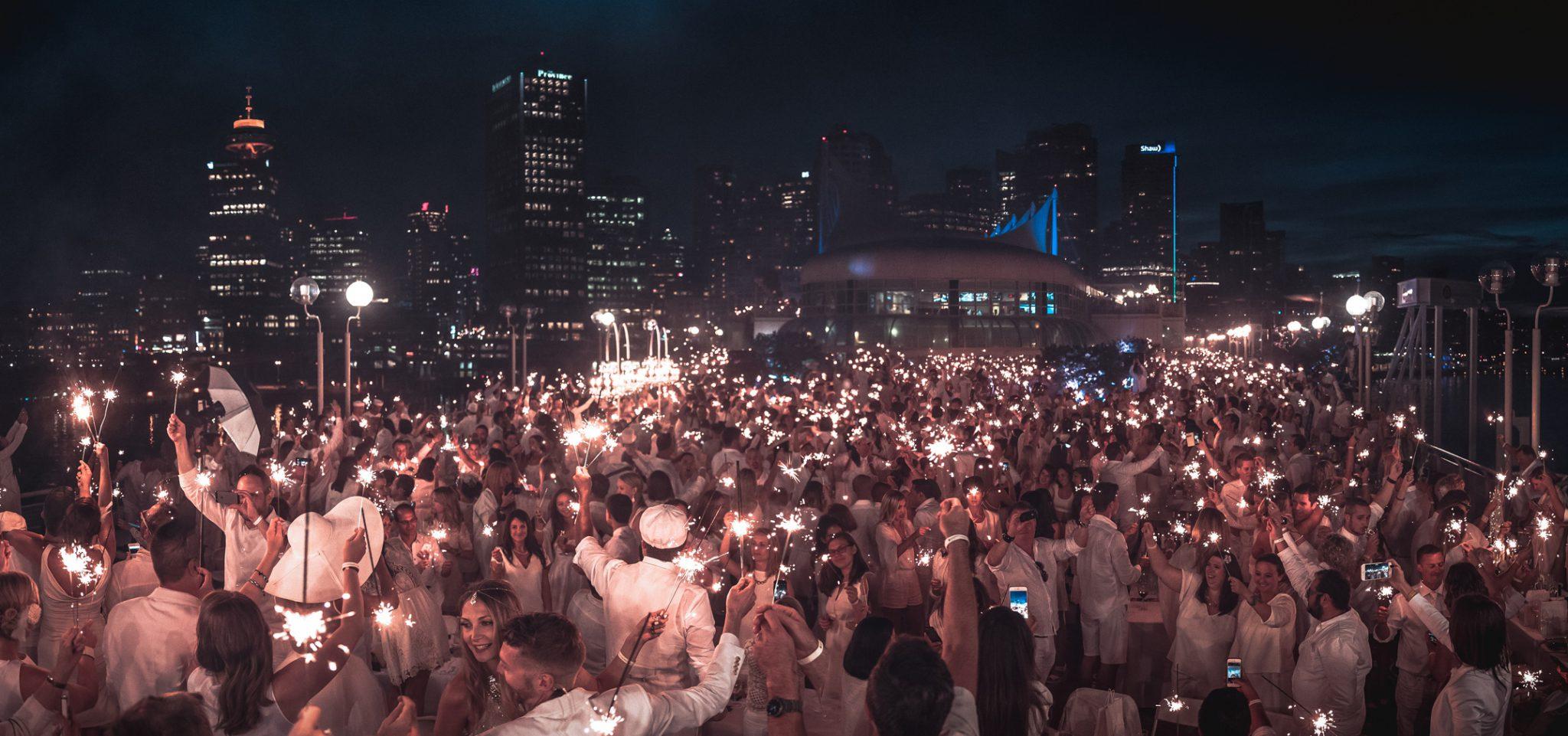 Le Dîner en Blanc celebrated by 6,000 at False Creek