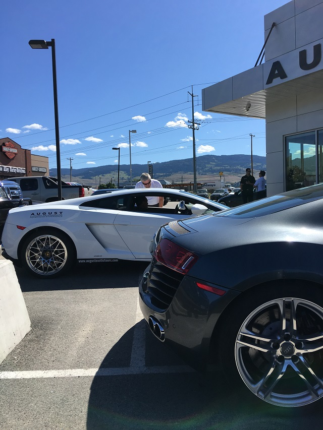 Mark gets briefed on the Lamborghini Gallardo