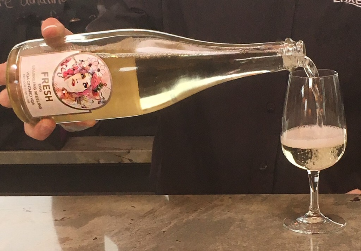 The Right Way to Crack out the Bubbly