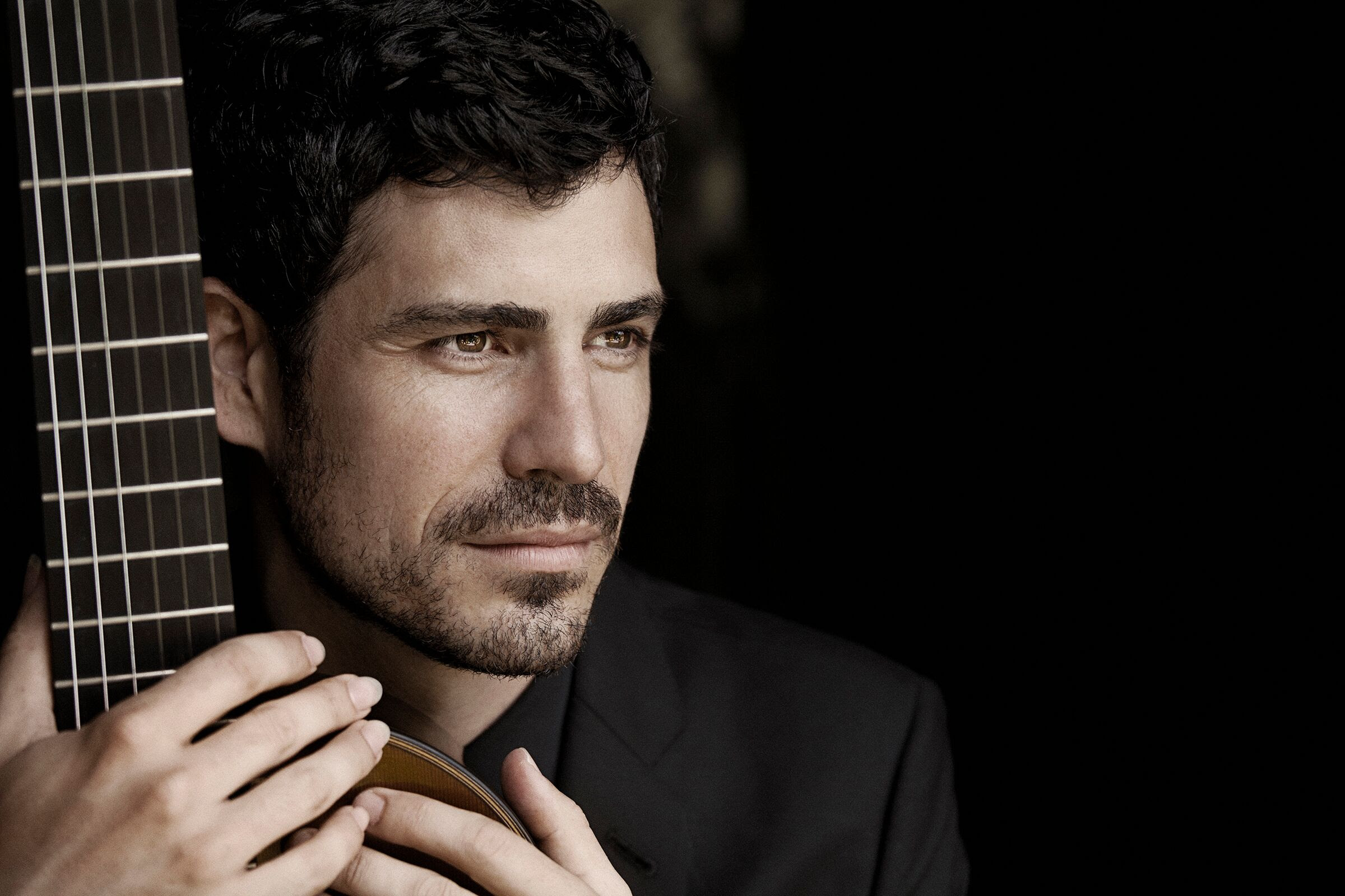 """Soul of Spanish Guitar"", Pablo Sainz Villegas Makes VSO Debut in Rodrigo Concerto March 28 & 30"