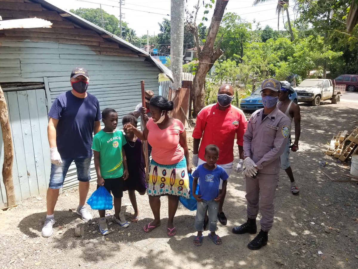 Chef Victor Bongo helps Dominican Republic Family